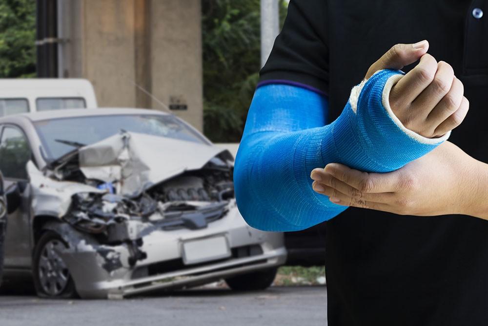 Krankheitskosten: Unfall auf dem Weg zur Arbeit